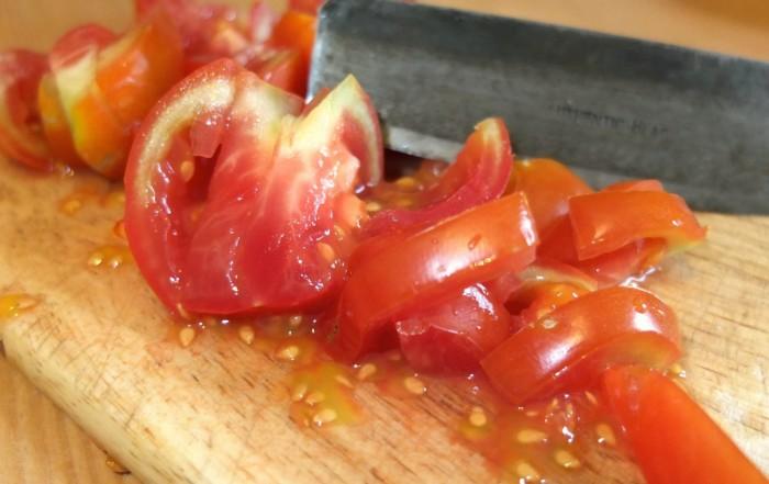 Tomatensamen auf Brett